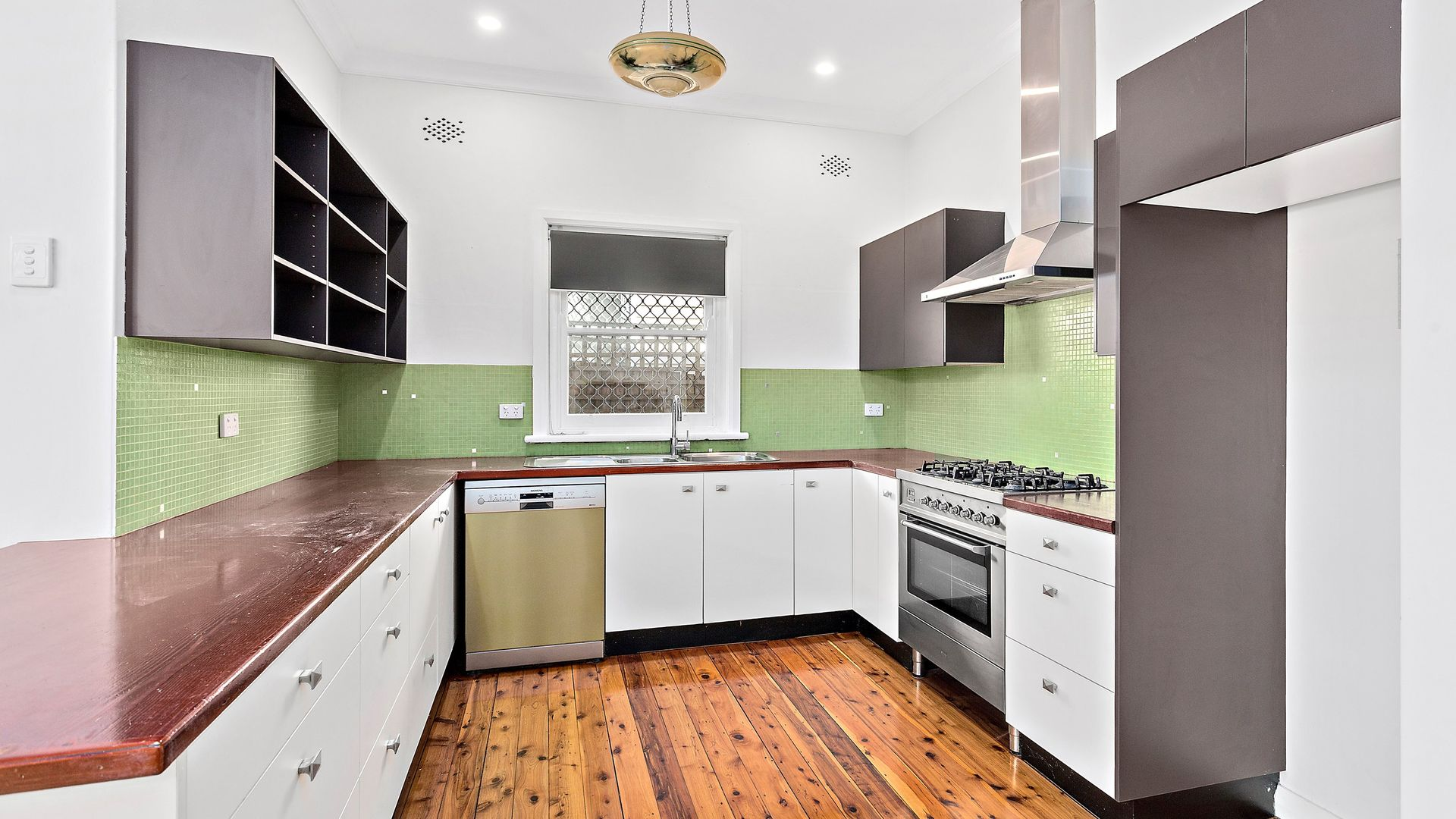 27 Rowland Avenue, Wollongong NSW 2500, Image 2