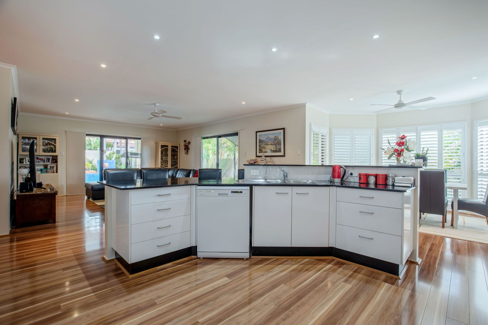13 Calcetto Place, Arundel QLD 4214, Image 2