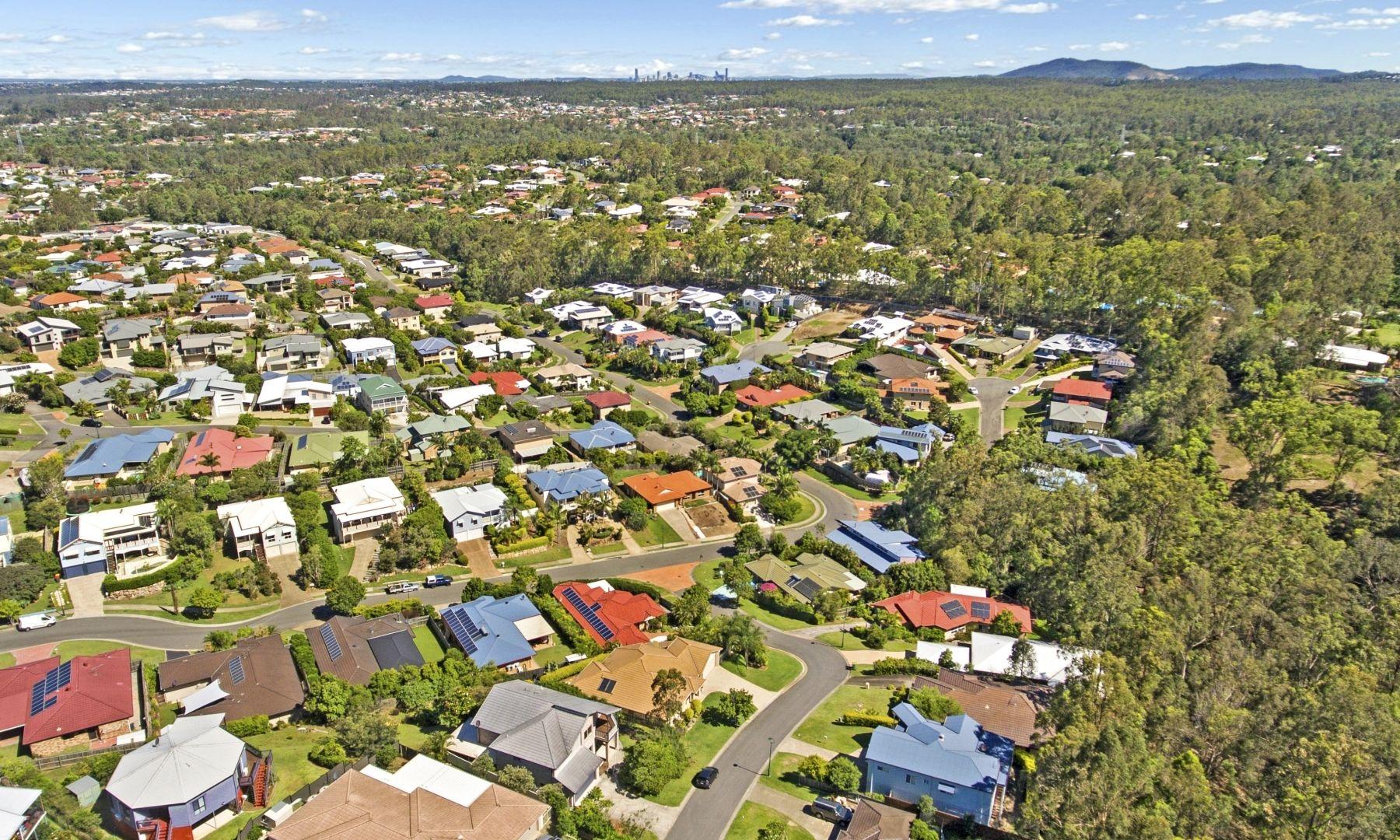 4 Talisman Ct, Eatons Hill QLD 4037, Image 2