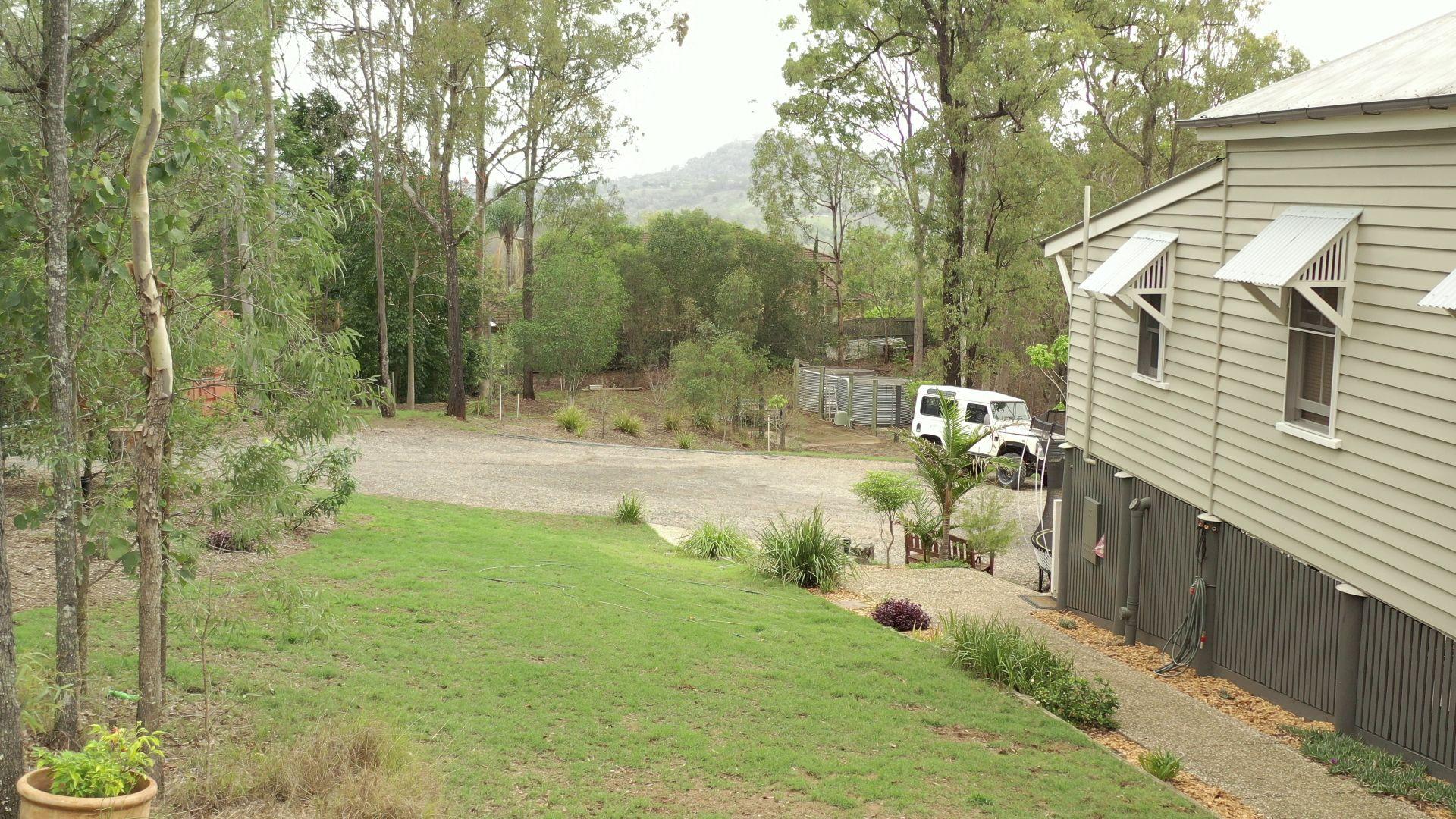 220 Boscombe Road, Brookfield QLD 4069, Image 2