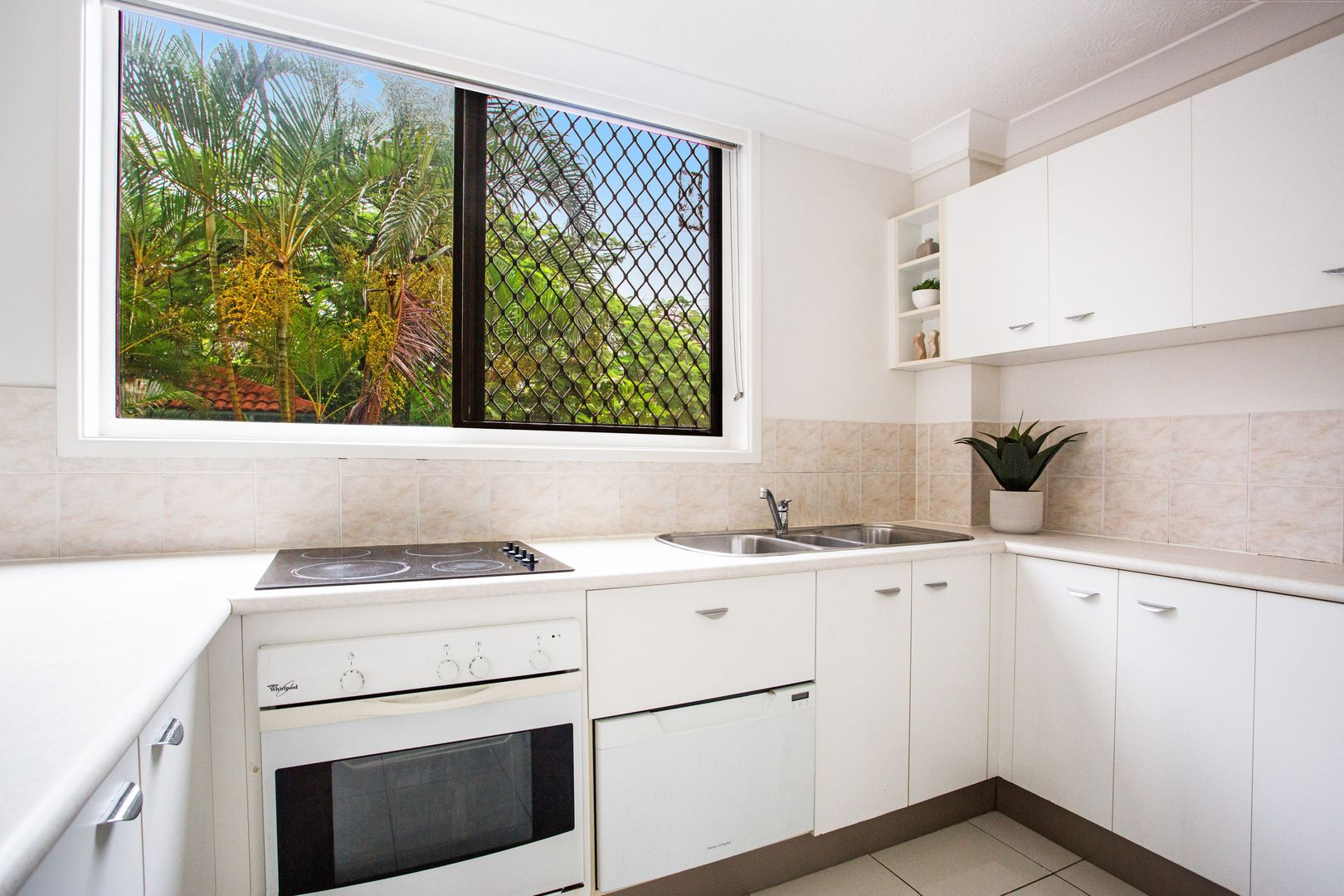 1/20A 'Penthouse Manor' Old Burleigh Road, Surfers Paradise QLD 4217, Image 1