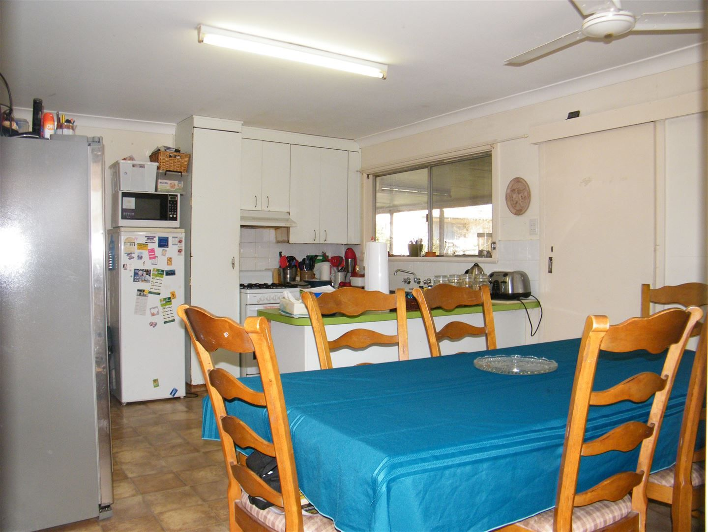 182 Hawker Street, Quirindi NSW 2343, Image 2
