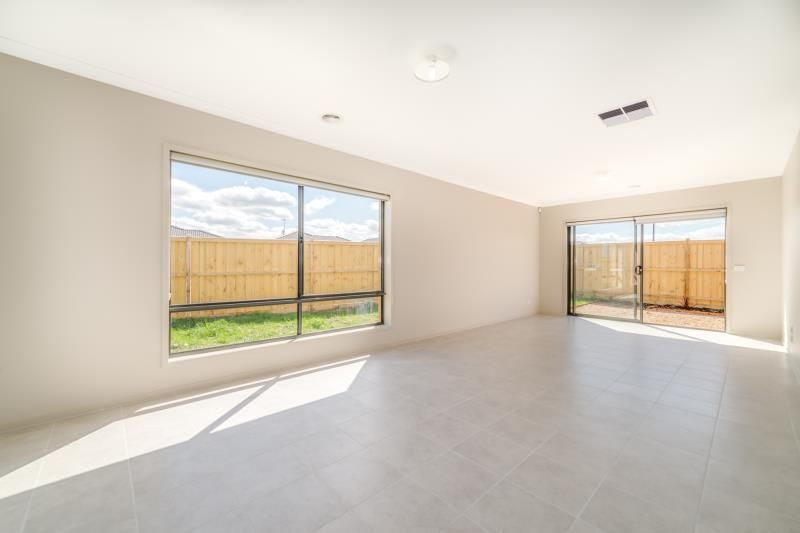 1 Peppercrest Street, Diggers Rest VIC 3427, Image 2