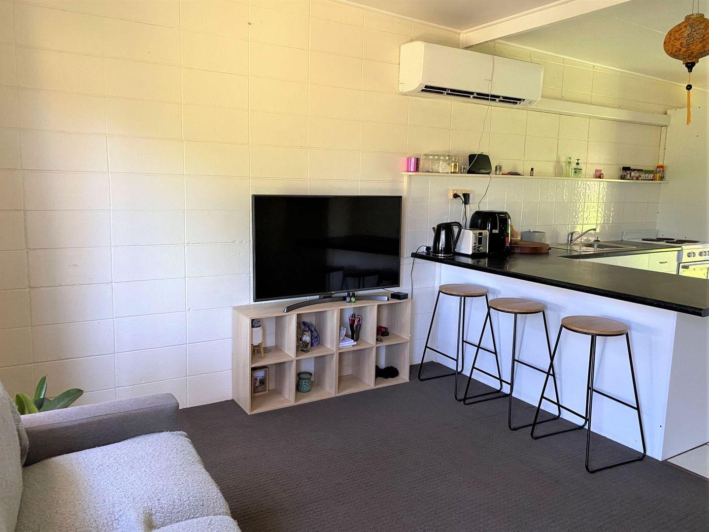 21 Atherton Street, Sarina QLD 4737, Image 2