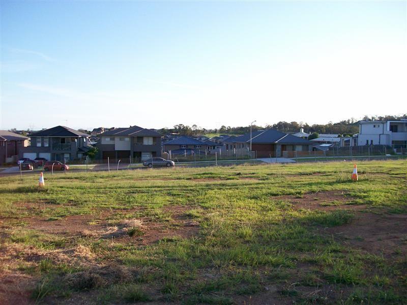 27 Southern Cross Ave, Middleton Grange NSW 2171, Image 2