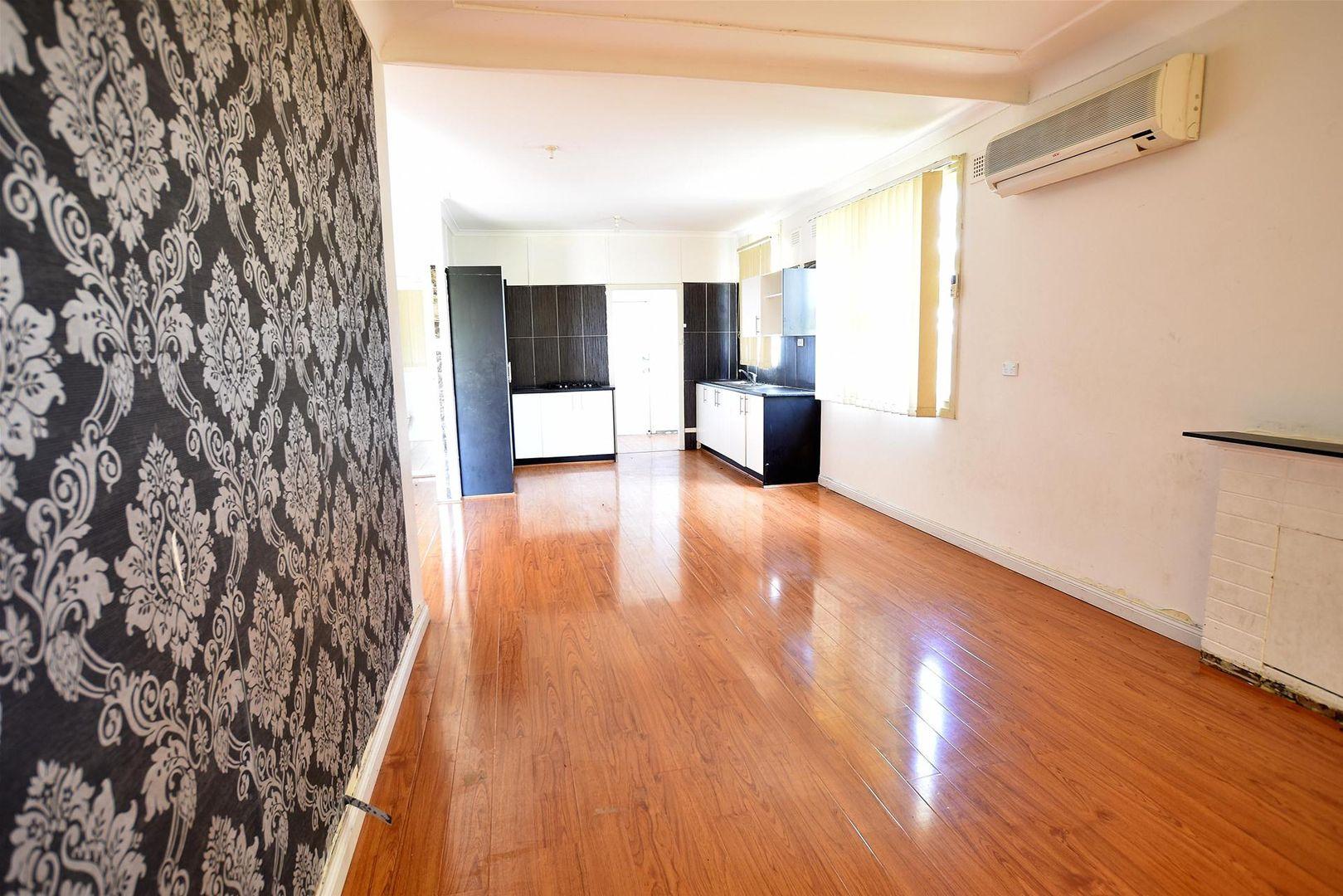 8 Neerini Avenue, Smithfield NSW 2164, Image 2