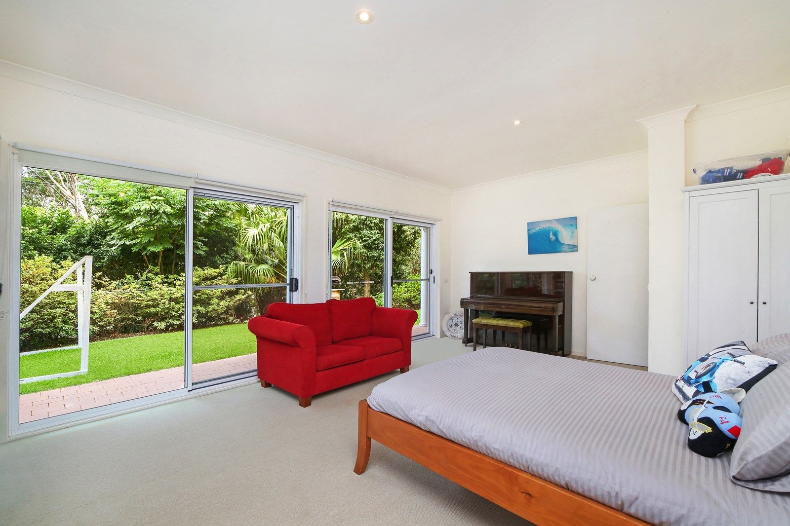 12 Lakeside Drive, MacMasters Beach NSW 2251, Image 2