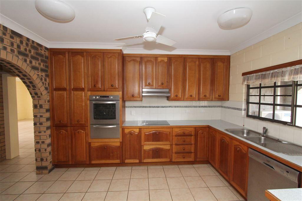 112 Juanita Drive, Mount Kelly QLD 4807, Image 2