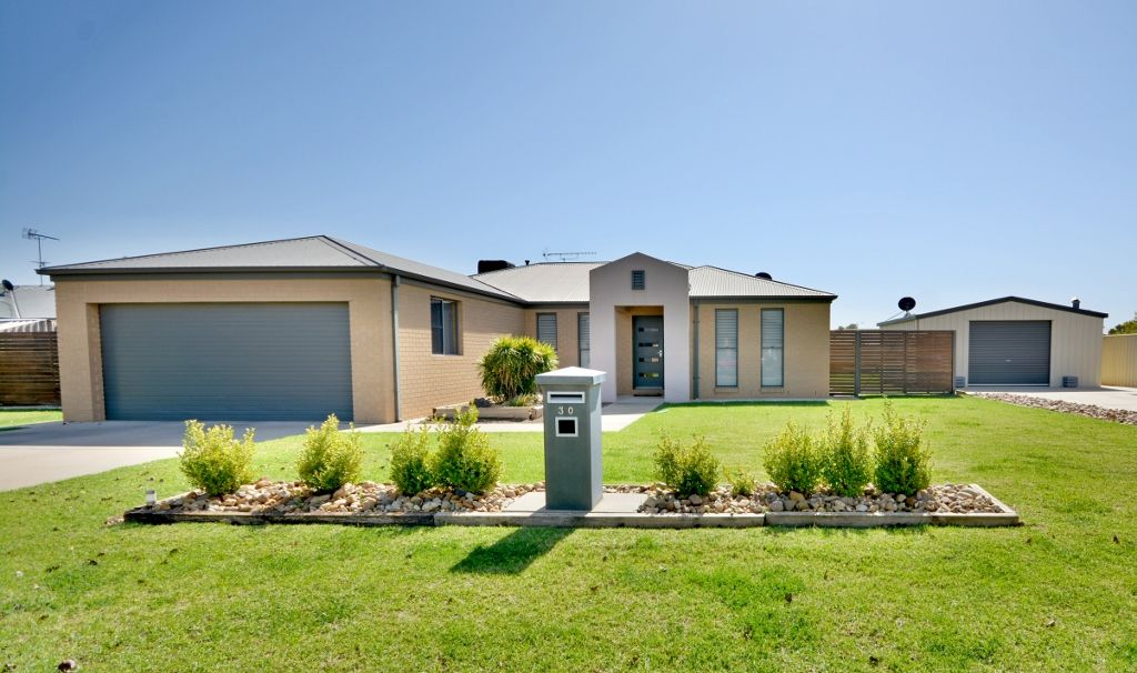 30 Carrington Drive, Leeton NSW 2705, Image 0
