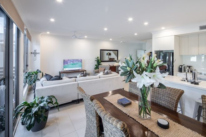 Picture of 7/3031 The Boulevard, Emerald Lakes, CARRARA QLD 4211
