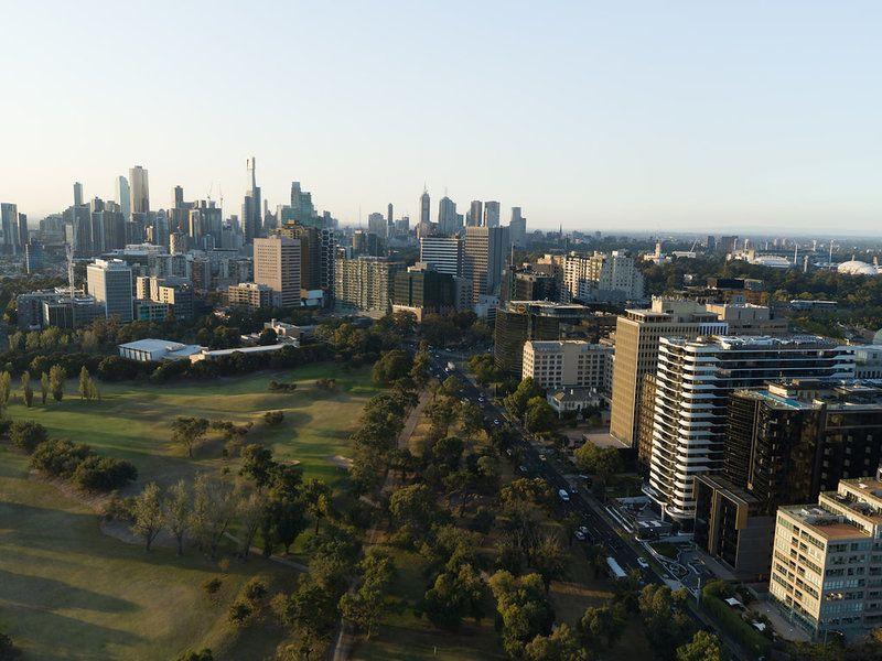 18.01/12 Queens Road, Melbourne 3004 VIC 3004, Image 2