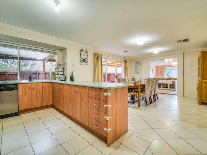 11 Lisa Court, Hoppers Crossing VIC 3029, Image 2