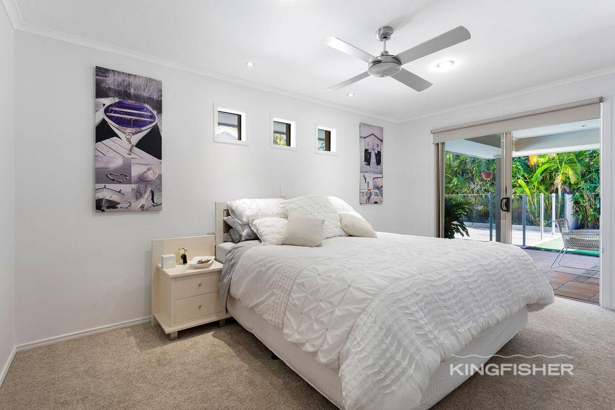 8 Lothian Avenue, Sorrento QLD 4217, Image 2