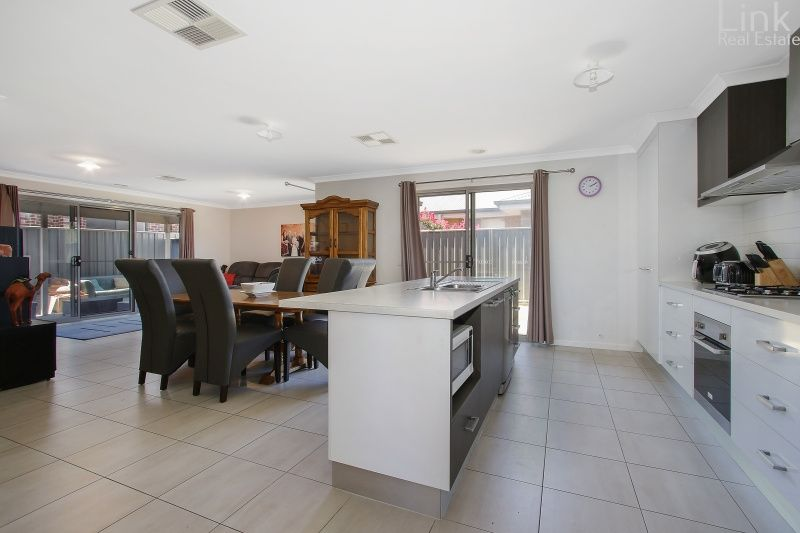 87A & 87B Royce Crescent, Lavington NSW 2641, Image 2