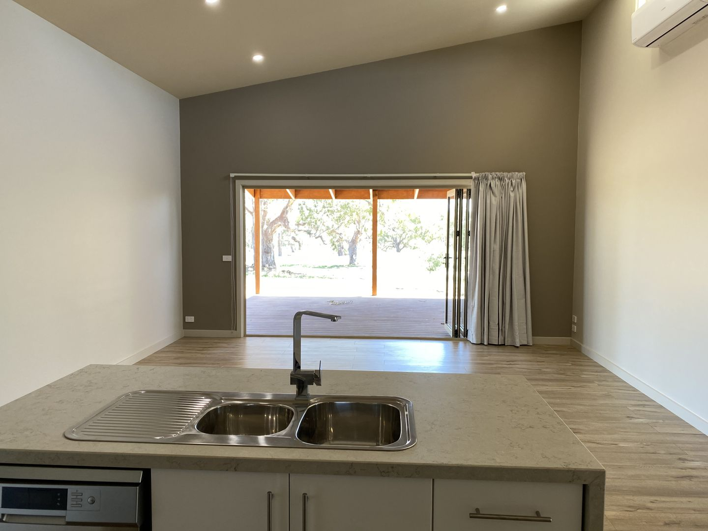 4 Oaksford Drive, Mansfield VIC 3722, Image 2
