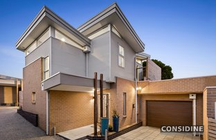 Picture of 2/15 Esmale Street, Strathmore VIC 3041