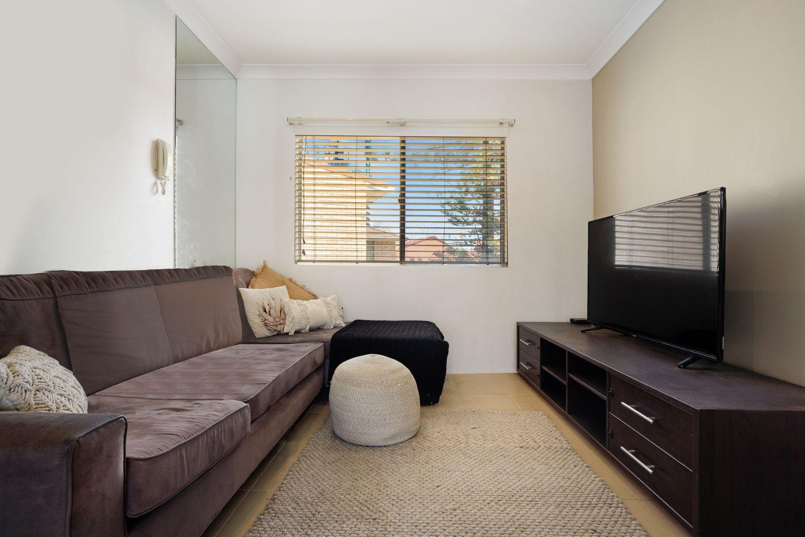 6/9 Australia Avenue, Broadbeach QLD 4218, Image 2