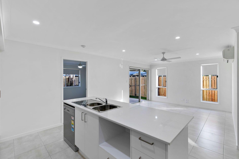 4 Senor Avenue, Urangan QLD 4655, Image 2