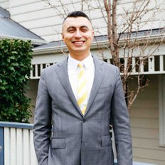 Erhan Kalistu, Salesperson