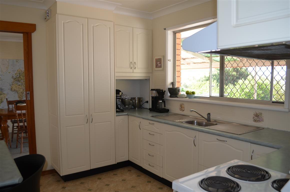 96 Simpson Street, Tumut NSW 2720, Image 2