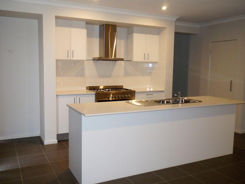 18 Rogers Avenue, Wodonga VIC 3690, Image 1