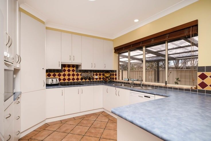 9 Fiona Place, Armidale NSW 2350, Image 1