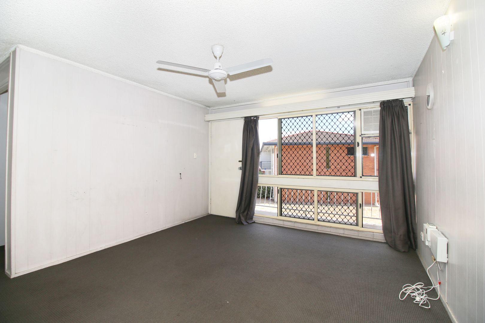 2/6 Albert Street, Cranbrook QLD 4814, Image 2