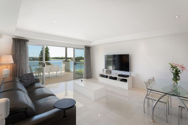 Picture of 8320 Magnolia Drive East, HOPE ISLAND QLD 4212