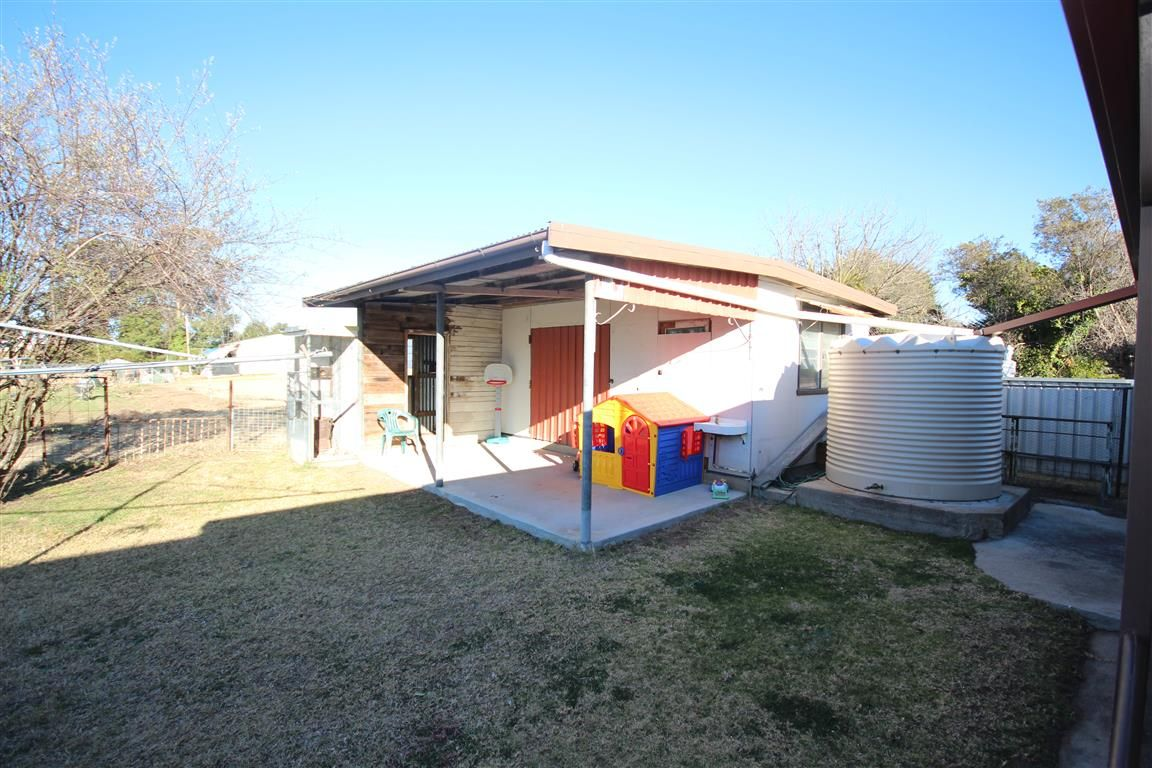 133 Wood Street, Tenterfield NSW 2372, Image 2