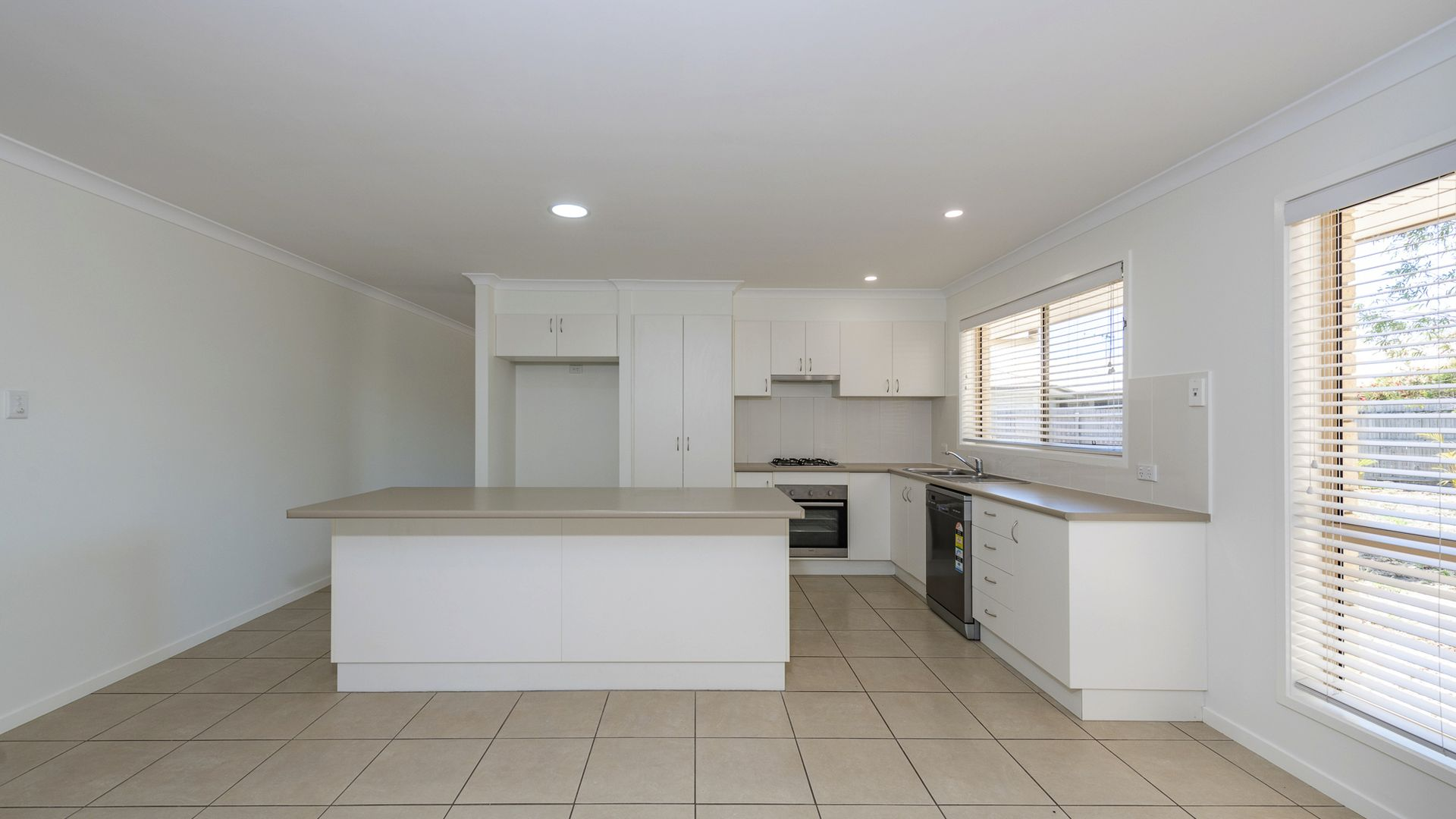 7 Satinwood Ct, Moore Park Beach QLD 4670, Image 2