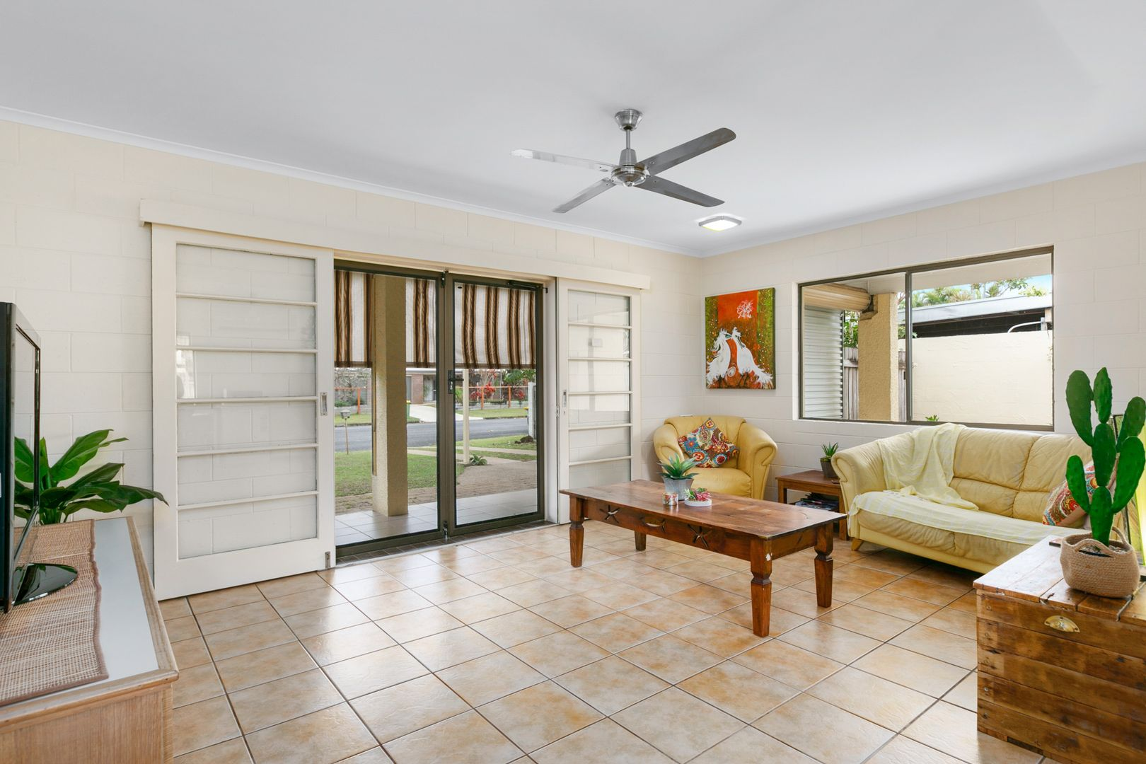 32 Oak Street, Holloways Beach QLD 4878, Image 2