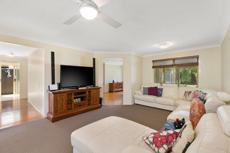 11 Chesterfield Crescent, Wellington Point QLD 4160, Image 2
