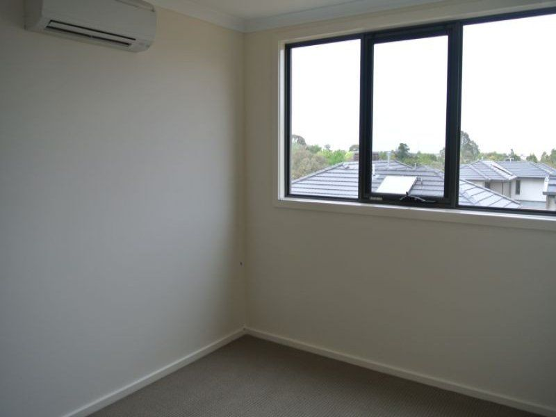 8 Reserve Place, Notting Hill VIC 3168, Image 2