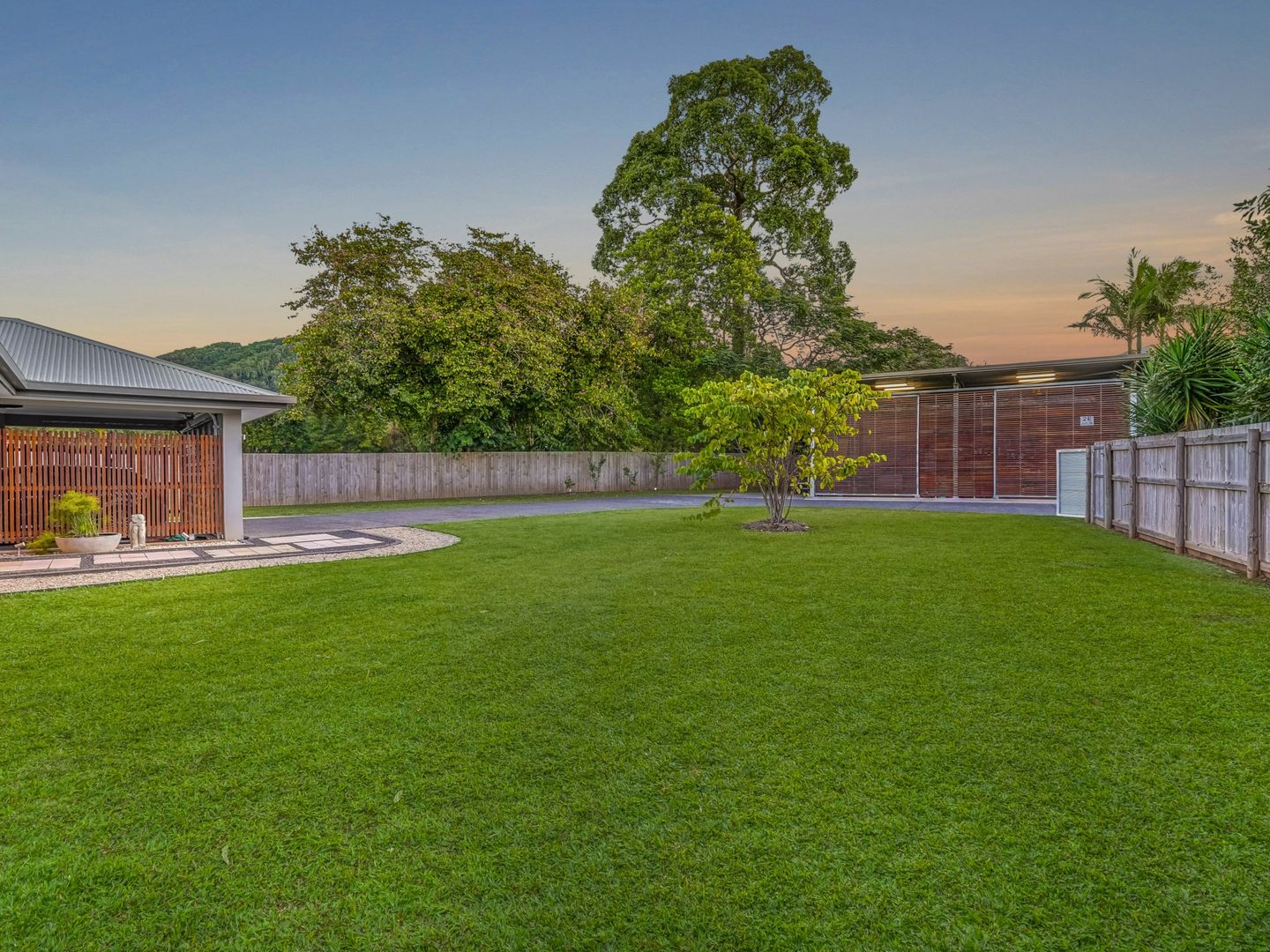 2E Trundle Terrace, Whitfield QLD 4870, Image 2