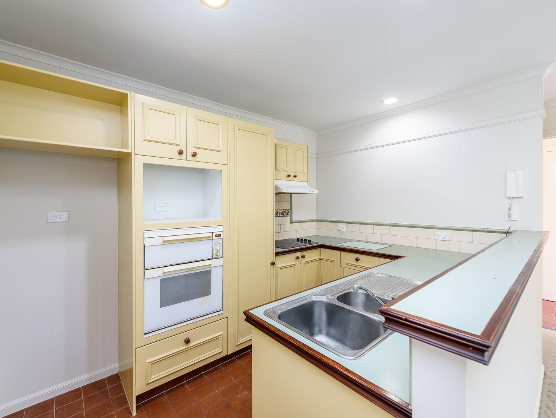 1/68 Bayview Street, Runaway Bay QLD 4216, Image 2