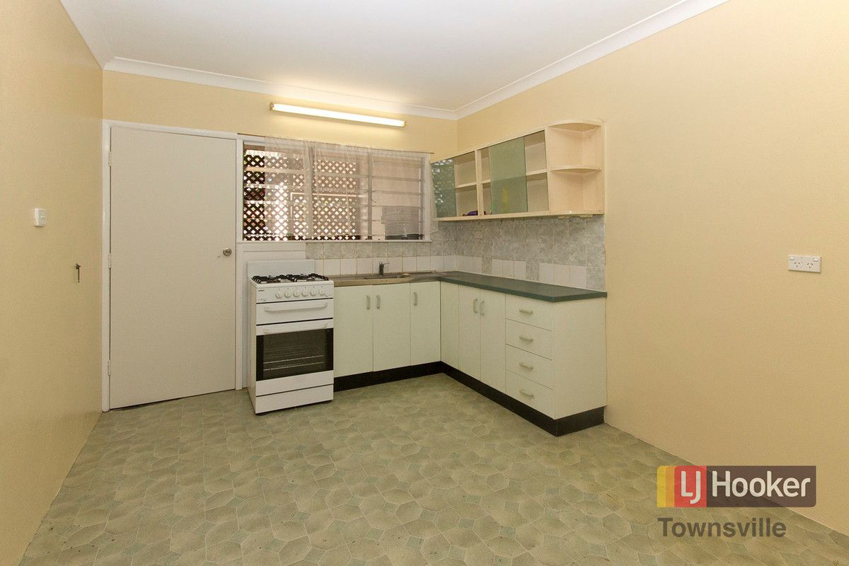 4/15 Carr Street, Hermit Park QLD 4812, Image 1