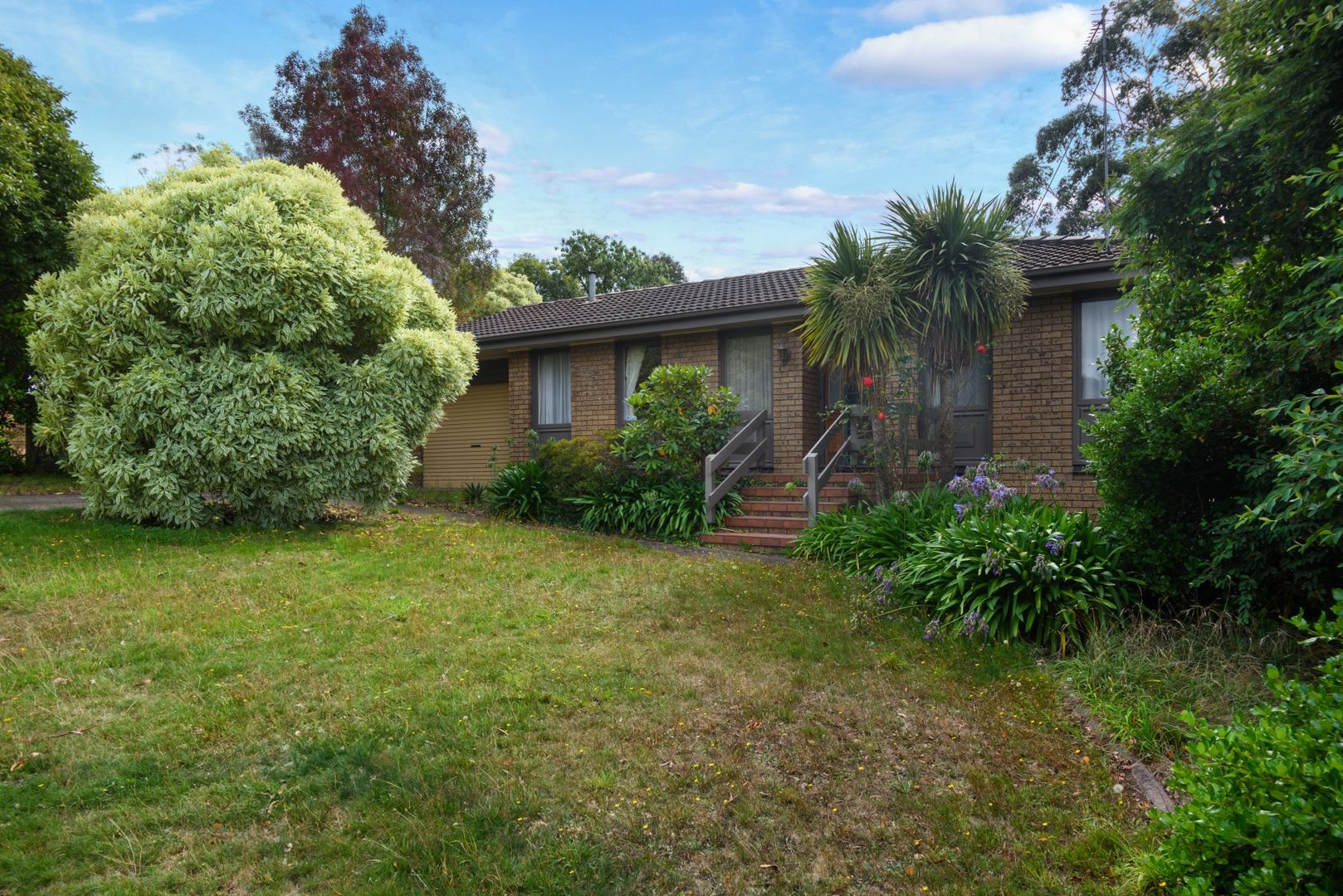 17 Mansfield Avenue, Mount Clear VIC 3350, Image 2