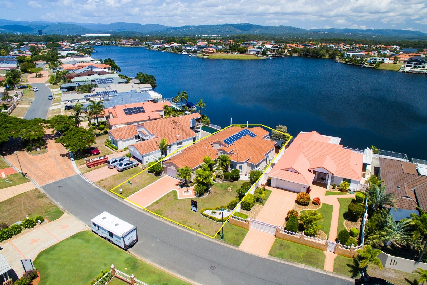 76 Port Jackson Boulevard, Clear Island Waters QLD 4226, Image 2