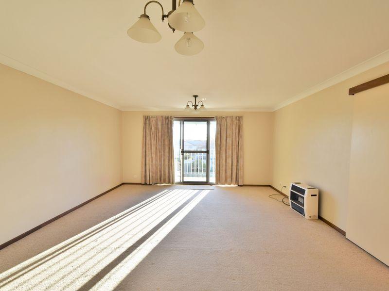 5/4 Old Barracks Lane, Young NSW 2594, Image 1