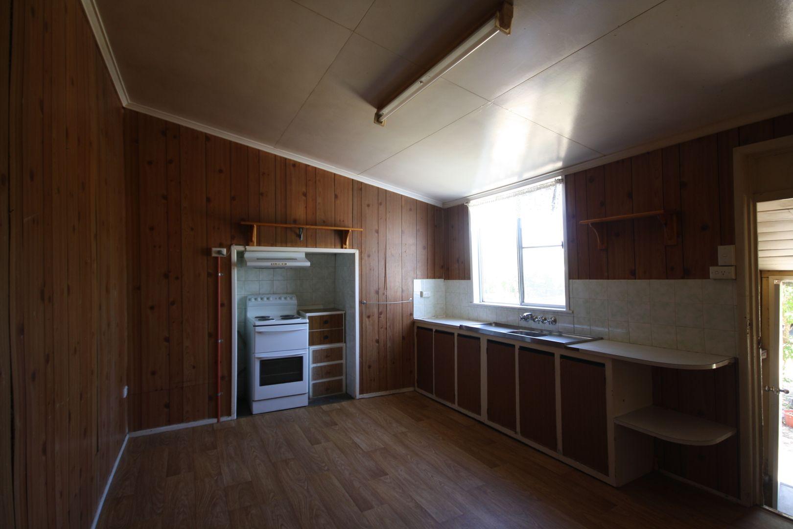 22 Oak Ave, Warwick QLD 4370, Image 2