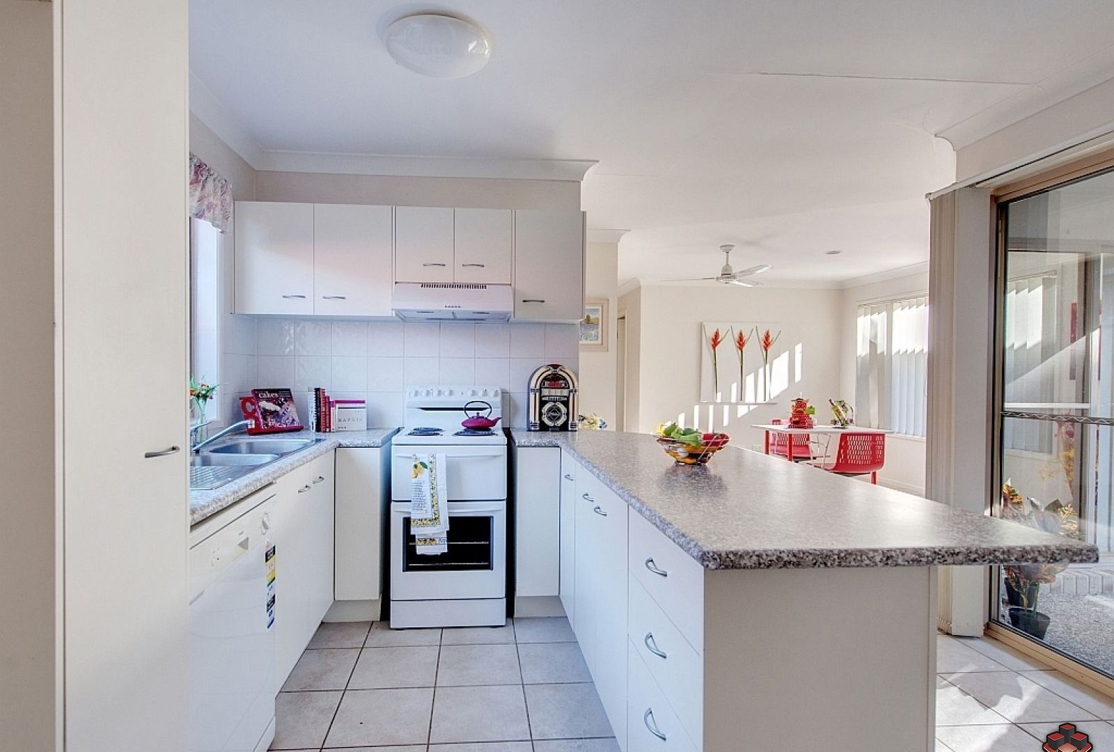 12 Fraser Place, Forest Lake QLD 4078, Image 2