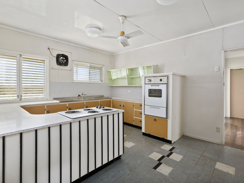 18 Kullaroo Street, The Gap QLD 4061, Image 2