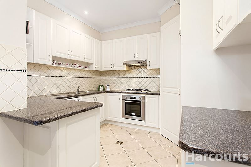 2/11 Kinnoull Grove, Glen Waverley VIC 3150, Image 2