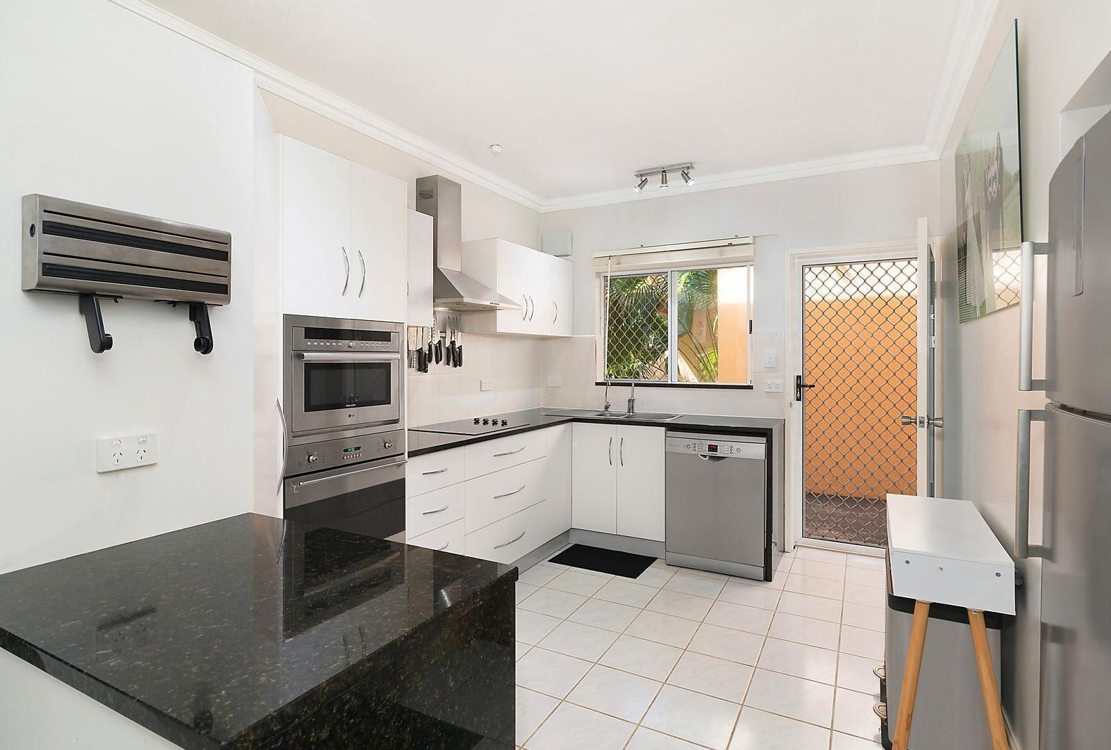 2/11 Springfield Crescent, Manoora QLD 4870, Image 1