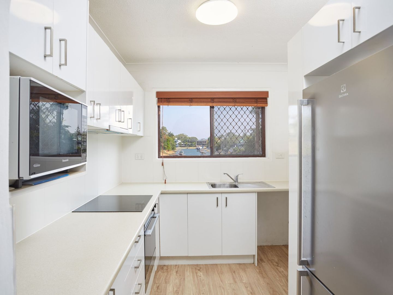 4/50 T E Peters Drive, Broadbeach Waters QLD 4218, Image 2