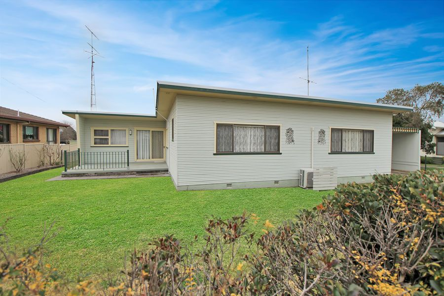 174 Manners Street, Tenterfield NSW 2372, Image 0