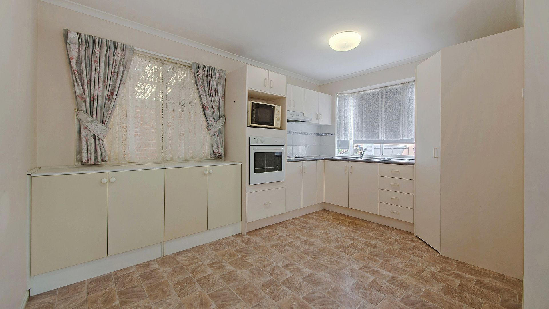 80/2 Ford Court, Carindale QLD 4152, Image 2