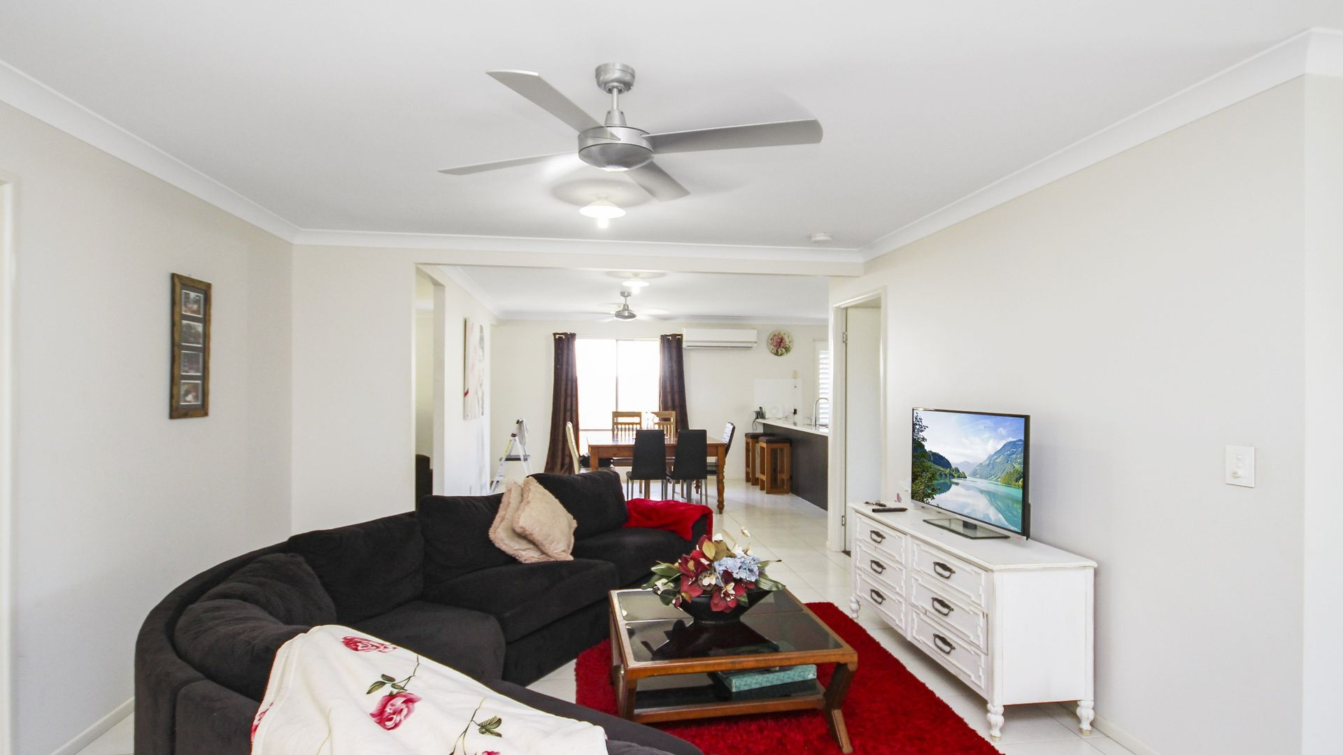 9 King Parrot Avenue, Glass House Mountains QLD 4518, Image 2