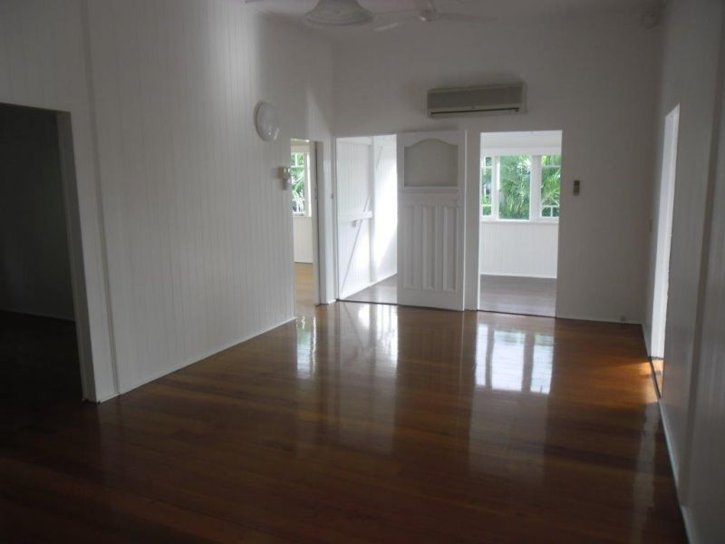 4 Piccadilly Street, Hyde Park QLD 4812, Image 2