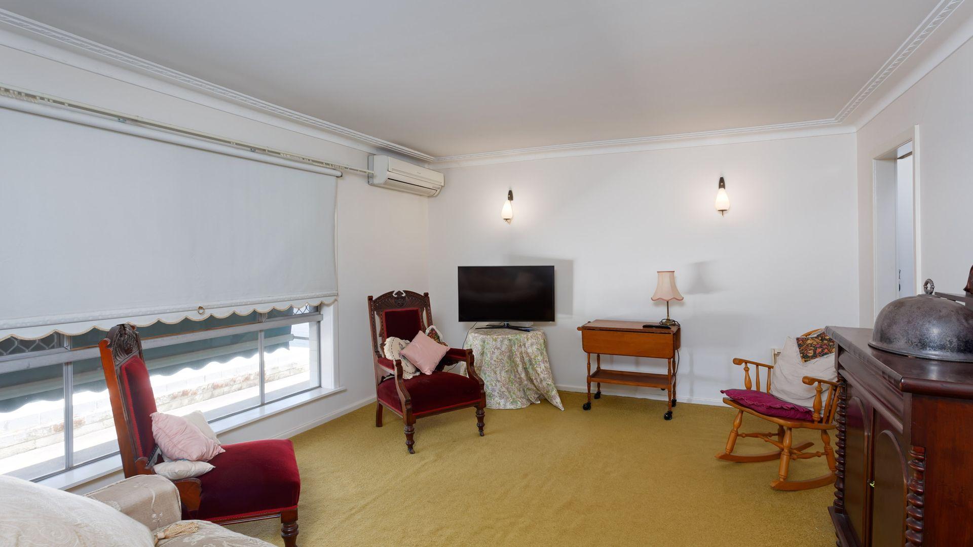 19 Vasey Street, Ashmont NSW 2650, Image 2